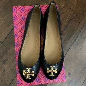 Tory burch flats!! NEW!